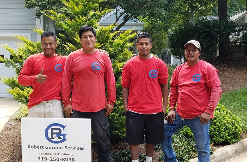Robert Gordon Services house siding crew